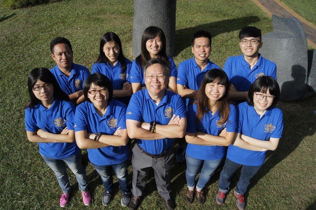 中興大學「農獲新生」團隊開發微奈米植物保護製劑,參與教育部大專畢業生創業服務計畫(U-start),從全國315組團隊中脫穎而出,獲得創業基金。圖/中興大學提供