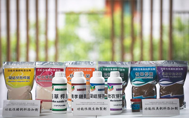 研究團隊使用3株芽孢桿菌屬益菌、1株稠李鏈黴菌,開發製成微生物製劑與豬隻、魚隻飼料添加劑。