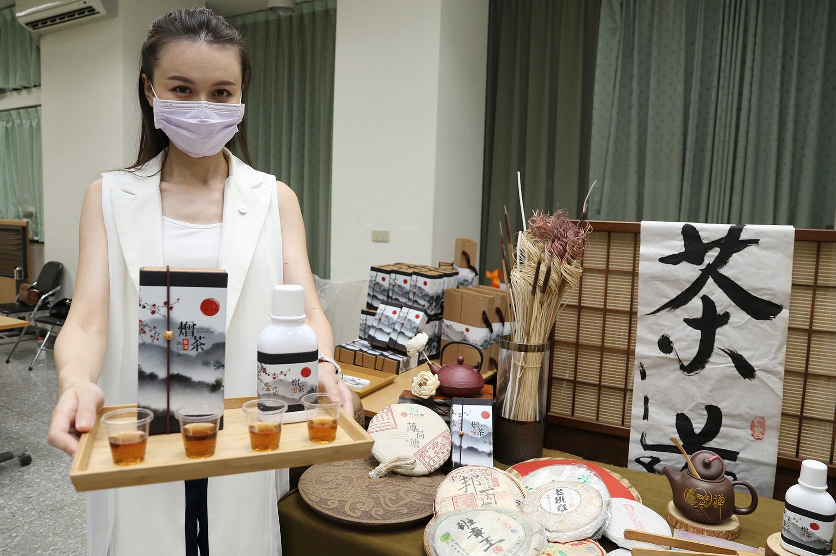 興大團隊實驗證實普洱茶具有防蛀牙的作用,成果將於10月刊登國際期刊,並與業者成功開發國內首見的「熷茶普洱漱口水」新品