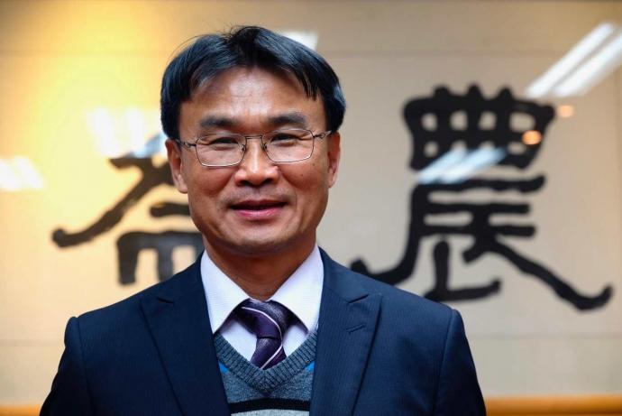 農委會主委專訪》政壇來去僅是一只背包,陳吉仲想帶領台灣農業前往何方?