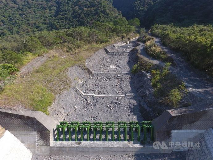 【媒體報導】不讓防災犧牲生態 會呼吸的防砂壩誕生