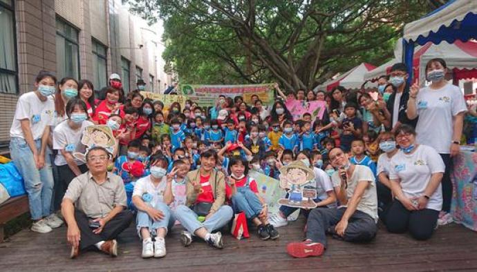 【媒體報導】慶祝全國有機日 小小農夫來興大市集賣菜做公益